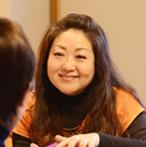 スピリチュアルヒーラー、セラピスト  Emmie 猪井 惠巳  芦屋在住震災や過去のトラウマから立ち直った実体験を基に、一人でも多くの人の力になりたいと決心し1999年より真摯に魂と向き合うセッションやセミナー等を行う。